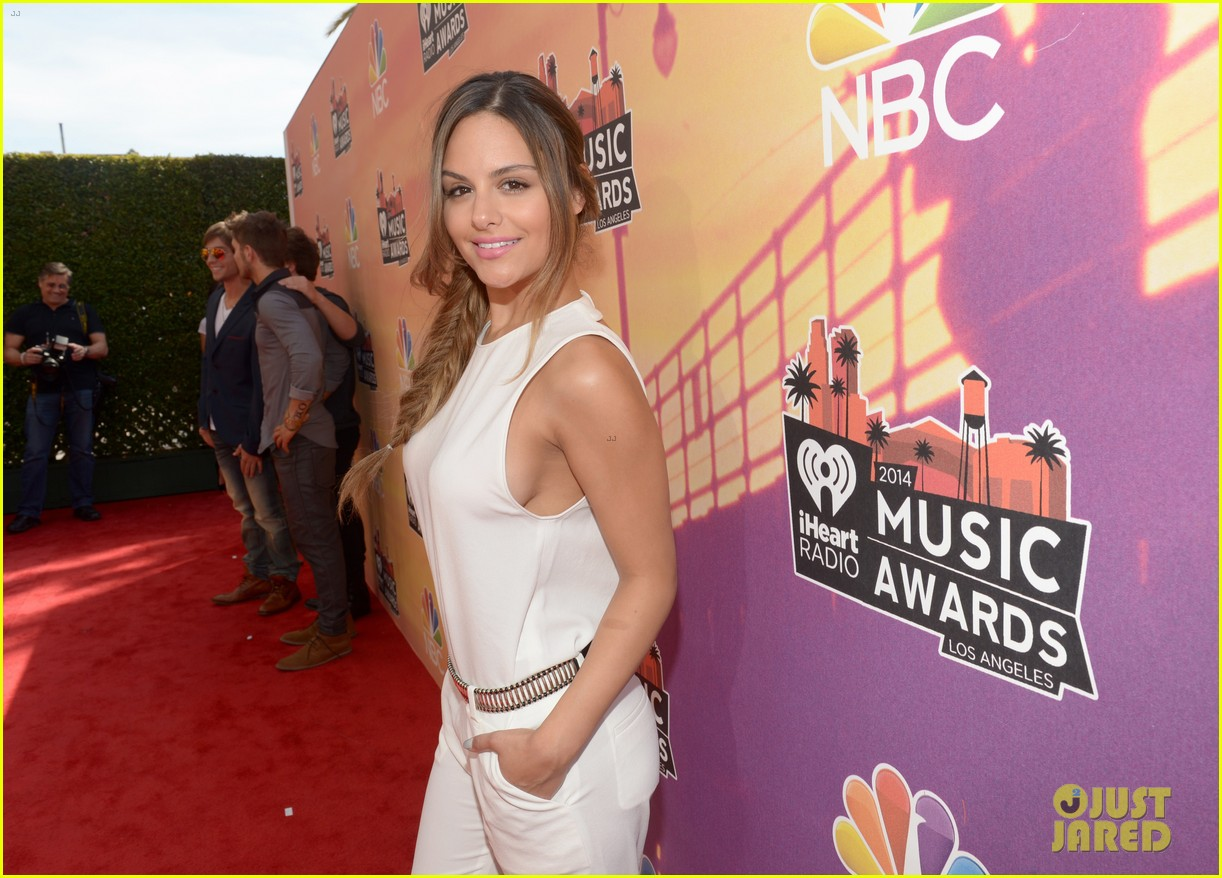 pia toscano bea miller iheartradio music awards 2014 093103267