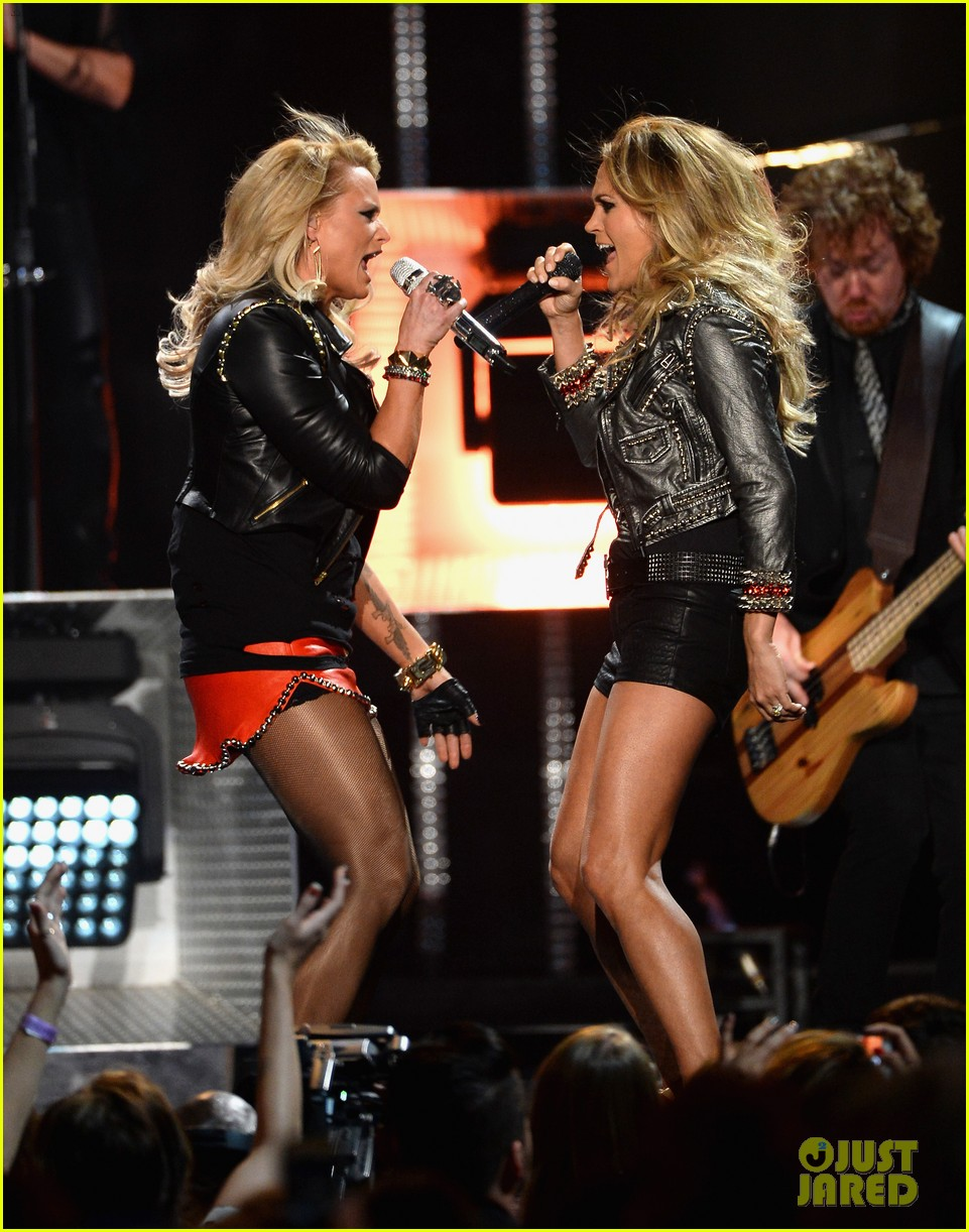 carrie underwood miranda lambert perform billboard music awards 2014 043116913