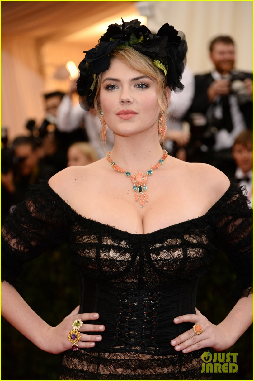 kate upton black floral headdress at met ball 2014 04