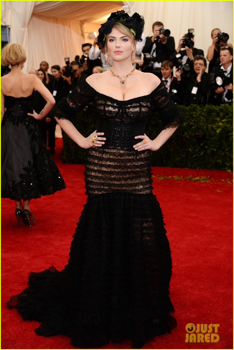 kate upton black floral headdress at met ball 2014 073106077