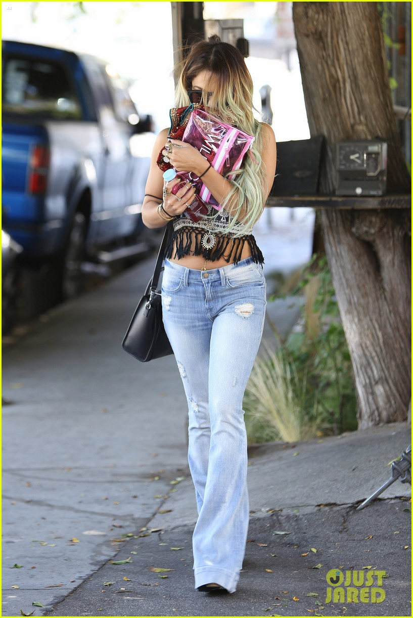 vanessa hudgens ashley tisdale 901 salon stop 043124848