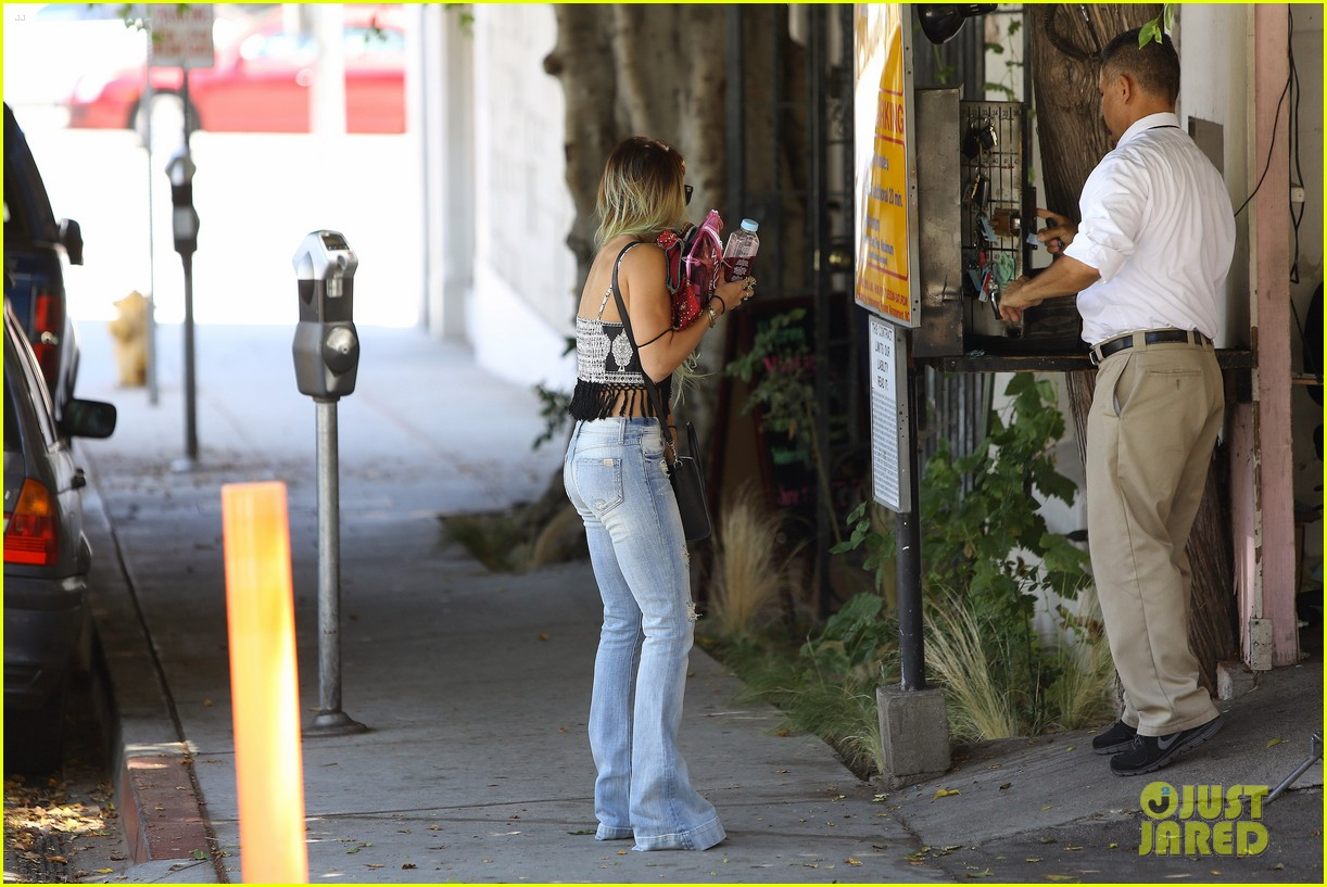 vanessa hudgens ashley tisdale 901 salon stop 173124861