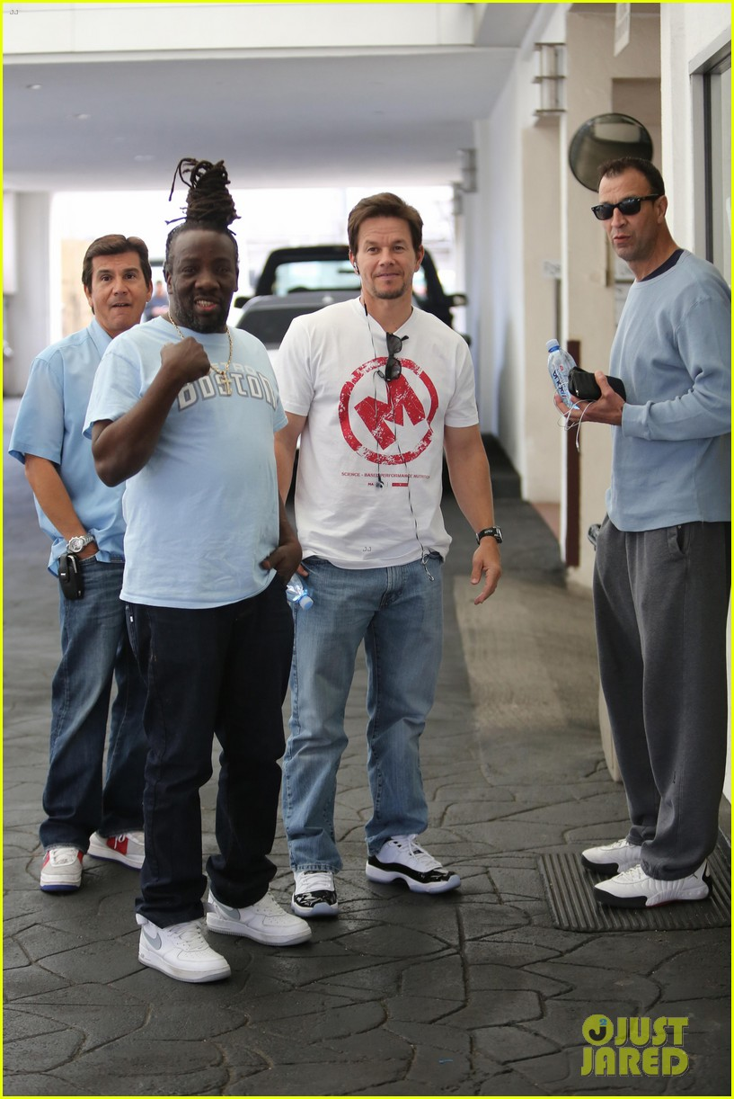 mark wahlberg producing new reality show on mit students 07