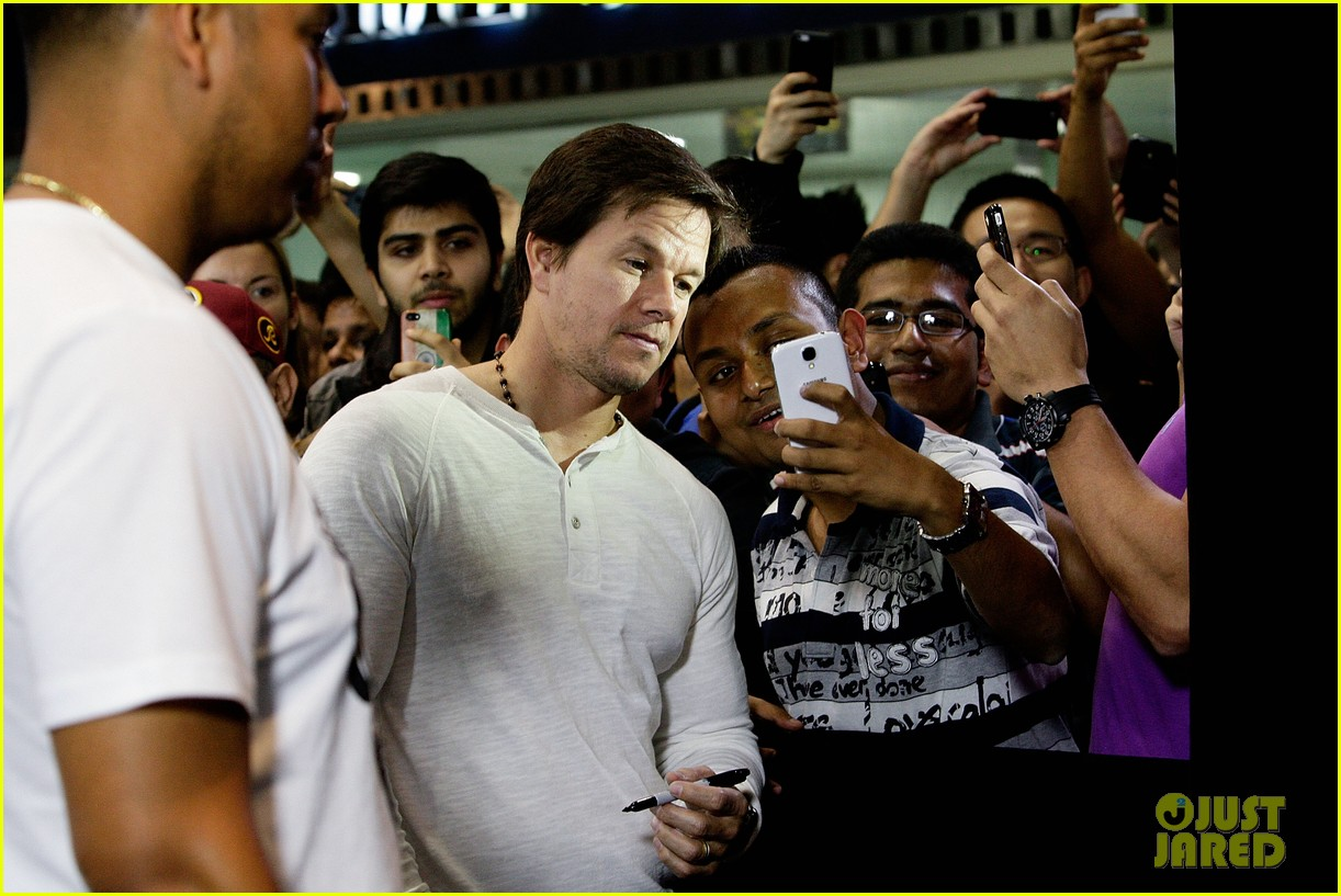mark wahlberg begins transformers 4 promo tour in sydney 10