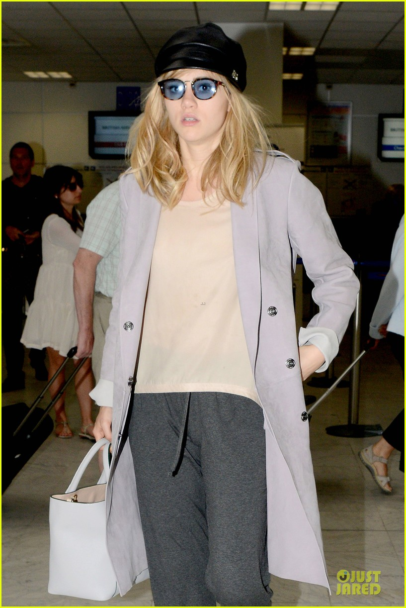 suki waterhouse jets out of france after cannes 02