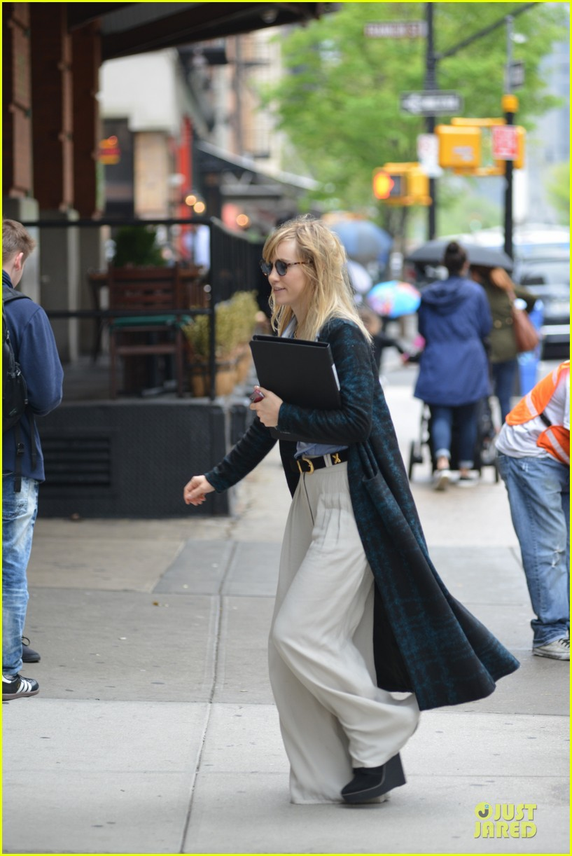 suki waterhouse wedding while prepping for met 013109742
