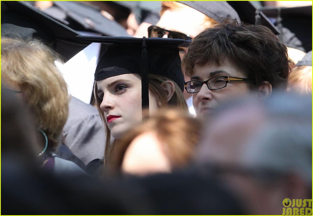 emma watson graduates brown university lit major07