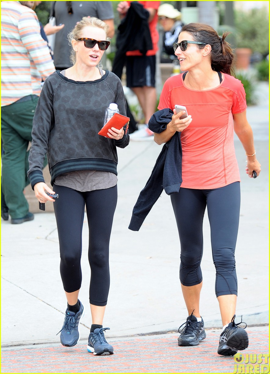 naomi watts works out with her bffs03