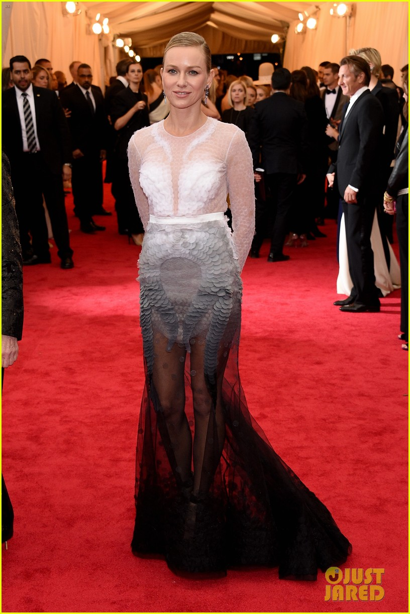 naomi watts met ball 2014 red carpet 043106274