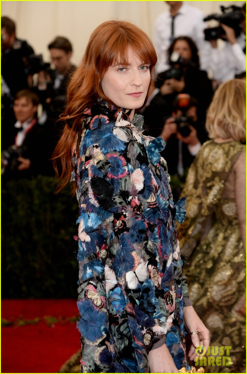 florence welch is covered in butterflies for met ball 2014 023106371