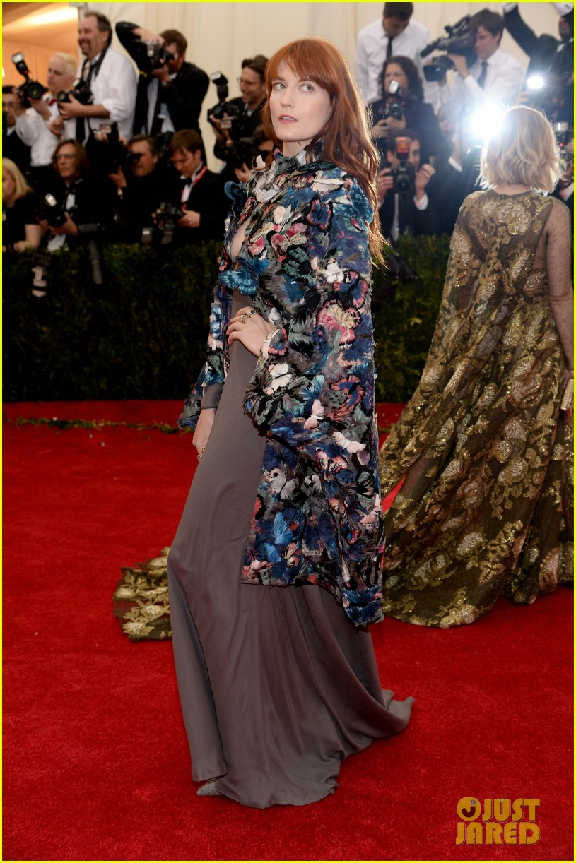 florence welch is covered in butterflies for met ball 2014 033106372