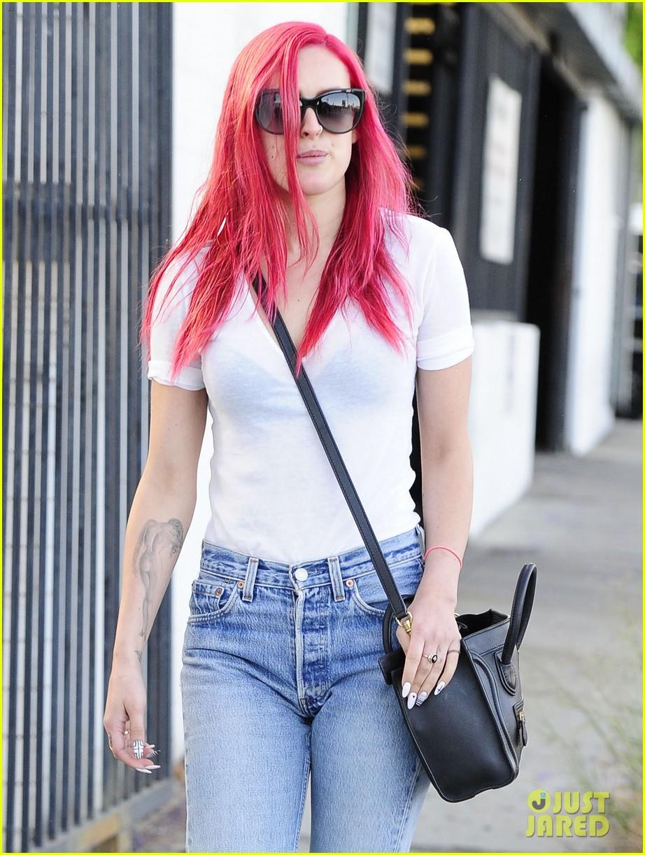 rumer willis dyes her hair bright pink 213119673