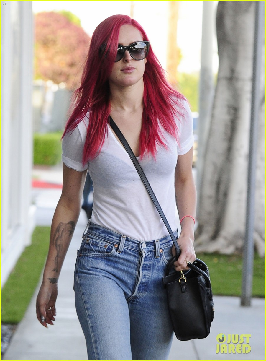 rumer willis dyes her hair bright pink 233119675