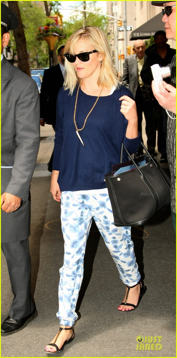 reese witherspoon goes comfy after met 013107658
