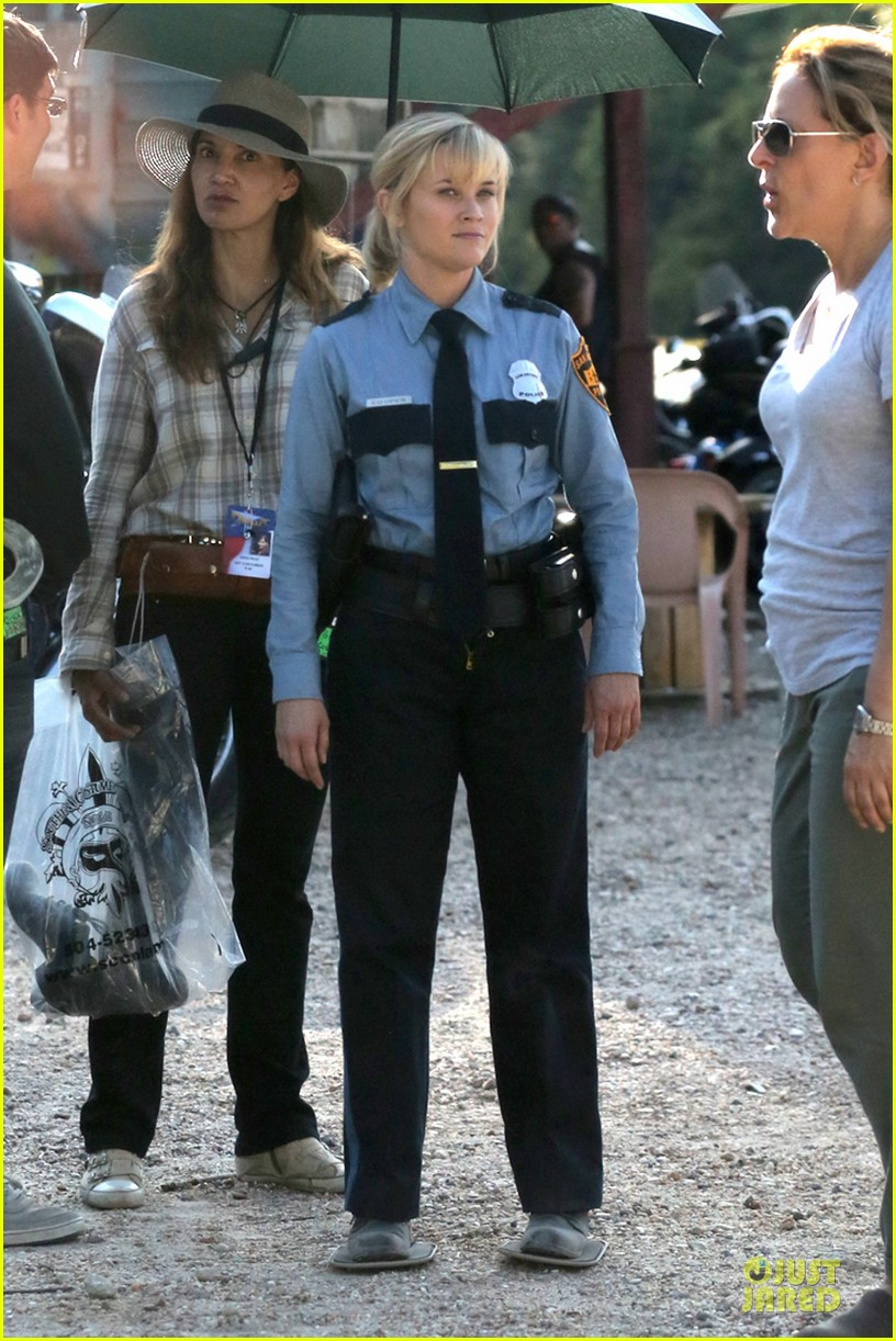 reese witherspoon tough cop sofia vergara 013117911