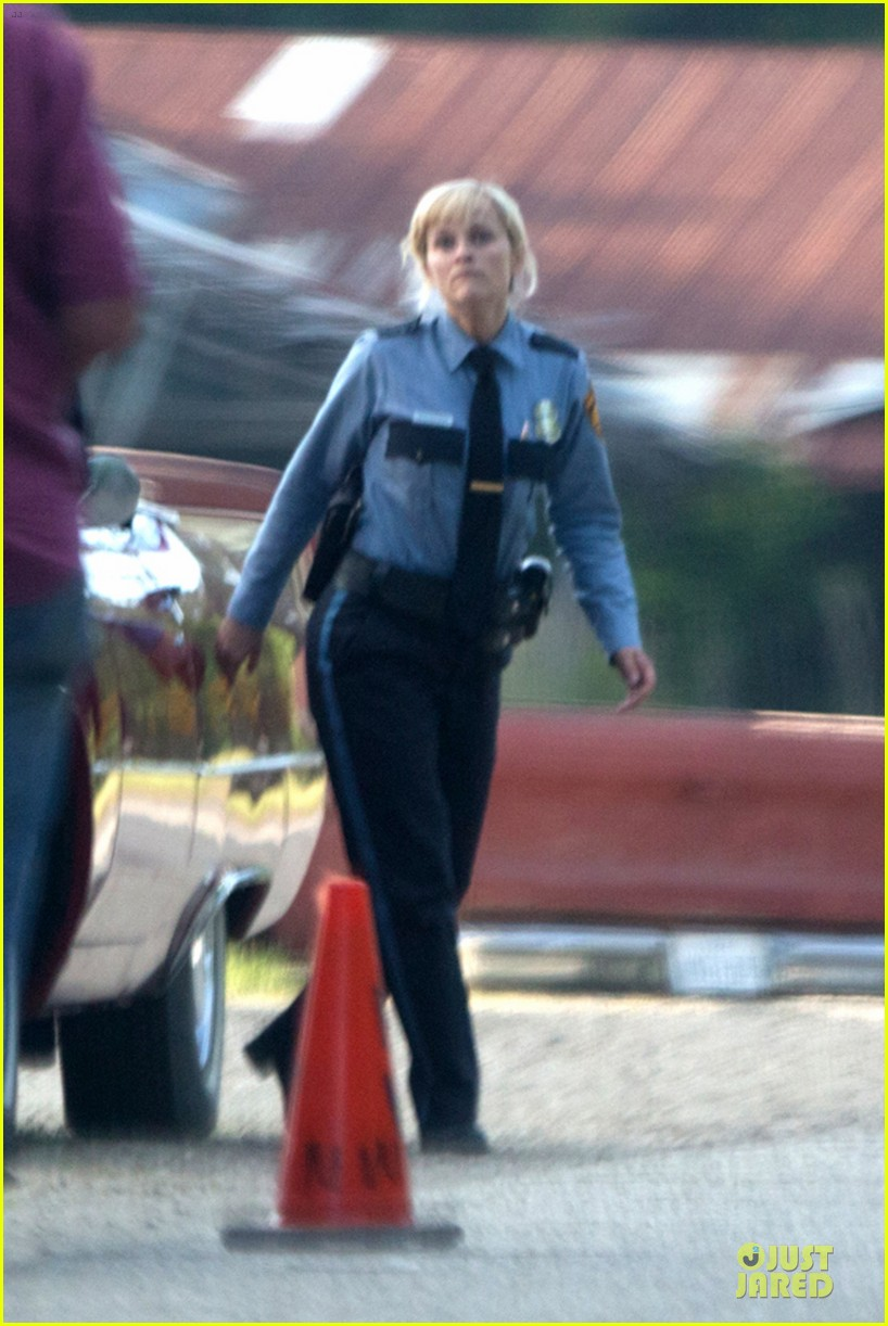 reese witherspoon tough cop sofia vergara 18