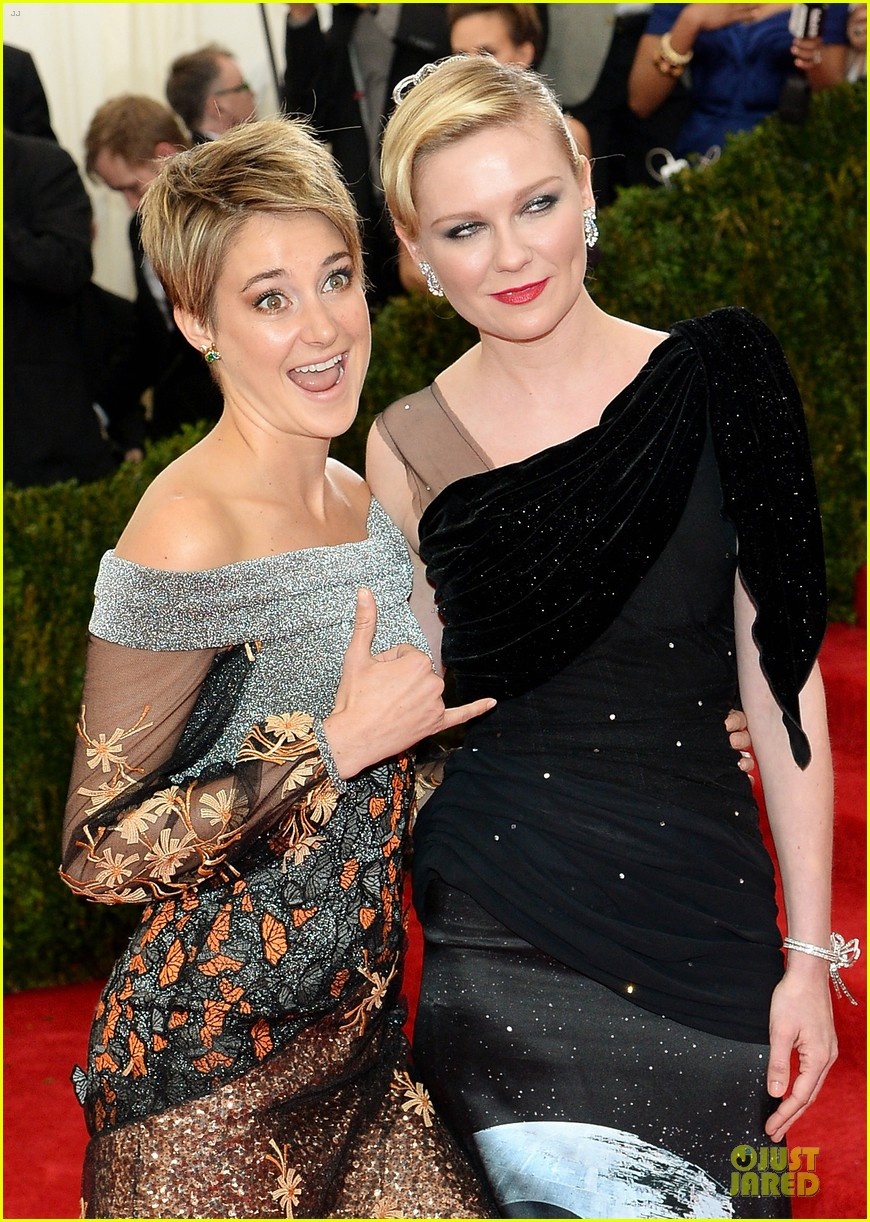 shailene woodley gets animated met ball 2014 02