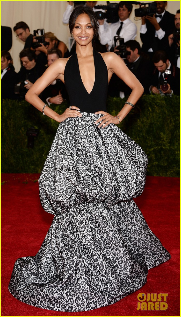 zoe saldana 2014 met ball red carpet 02