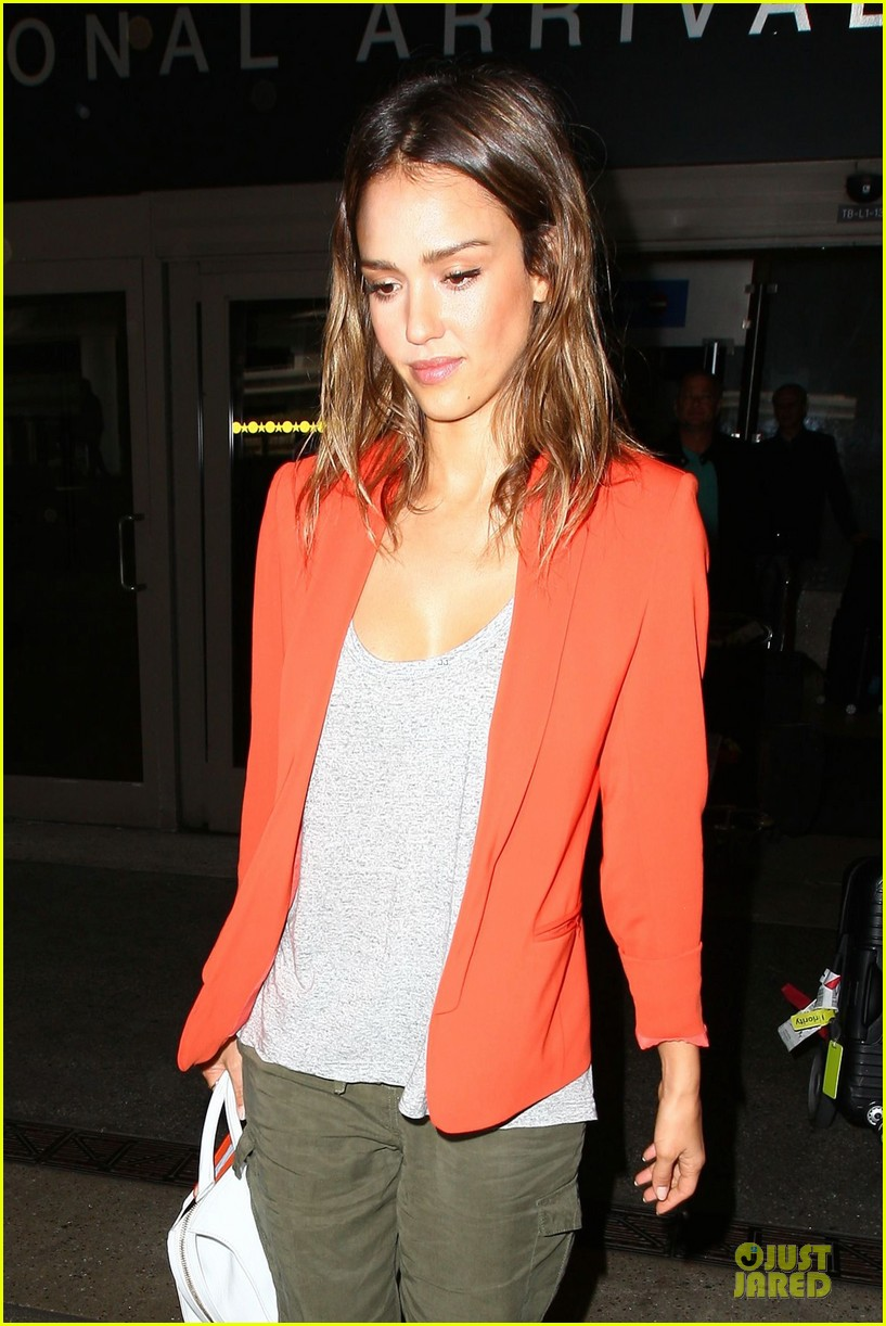 jessica alba red hot arrival at lax airport 06