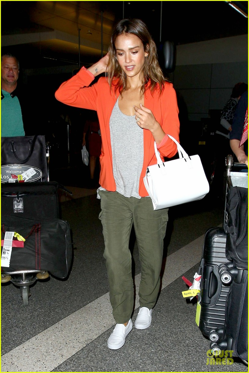 jessica alba red hot arrival at lax airport 09