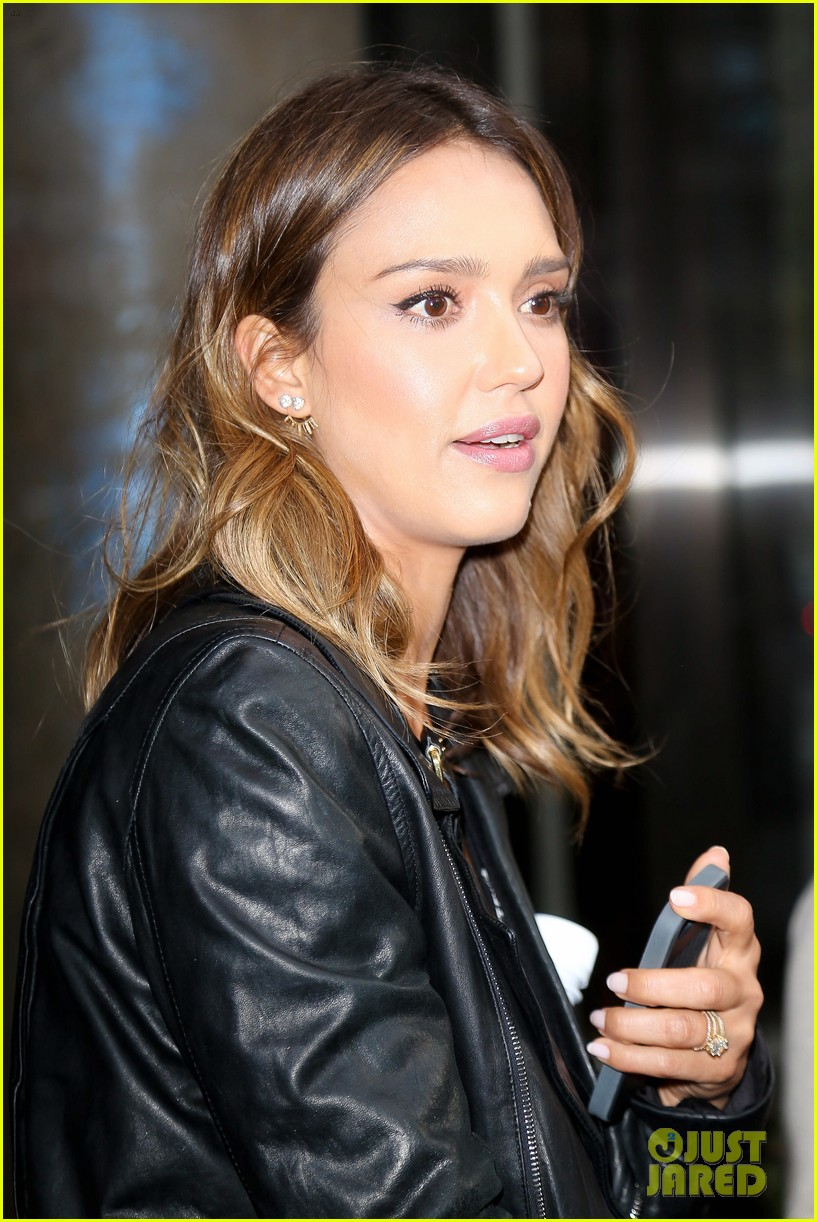 jessica alba raves about zach braff bullets over broadway 05