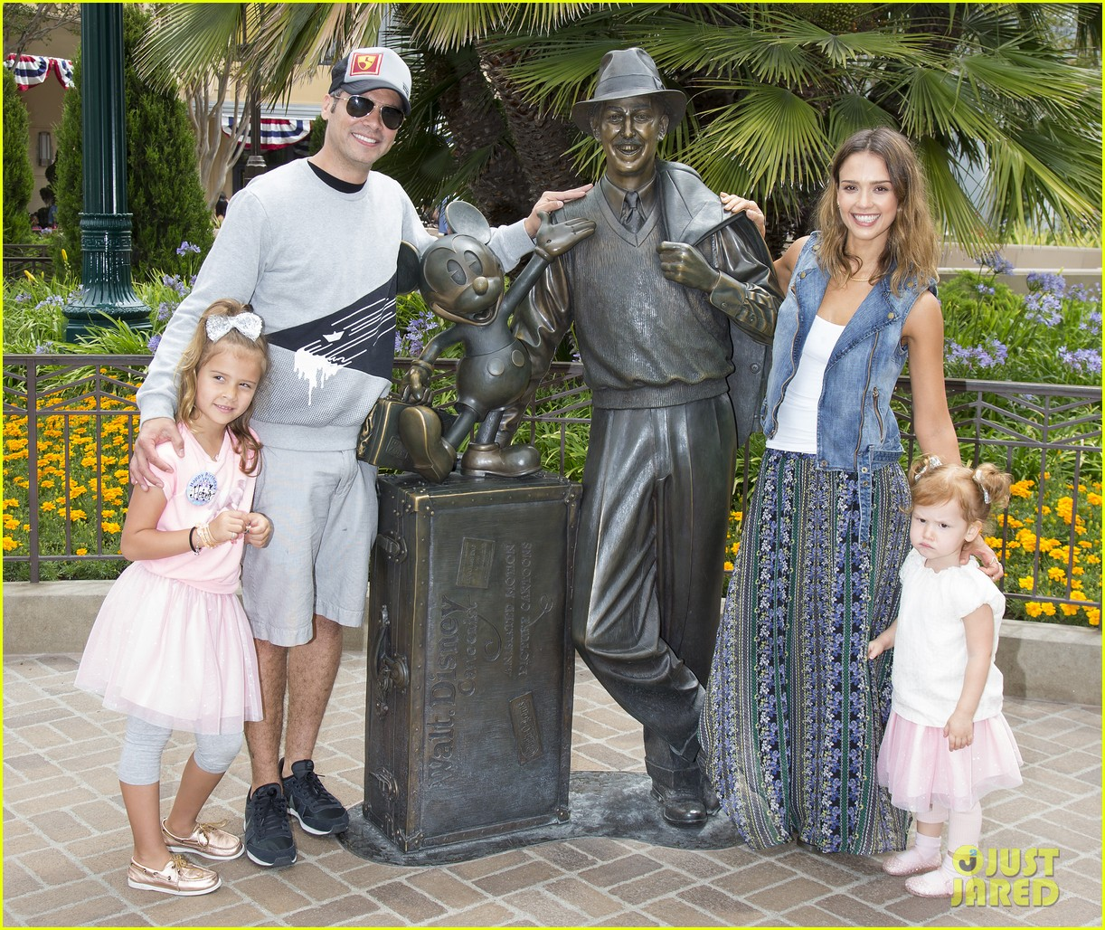 jessica alba celebrates honors sixth birthday disneyland 03