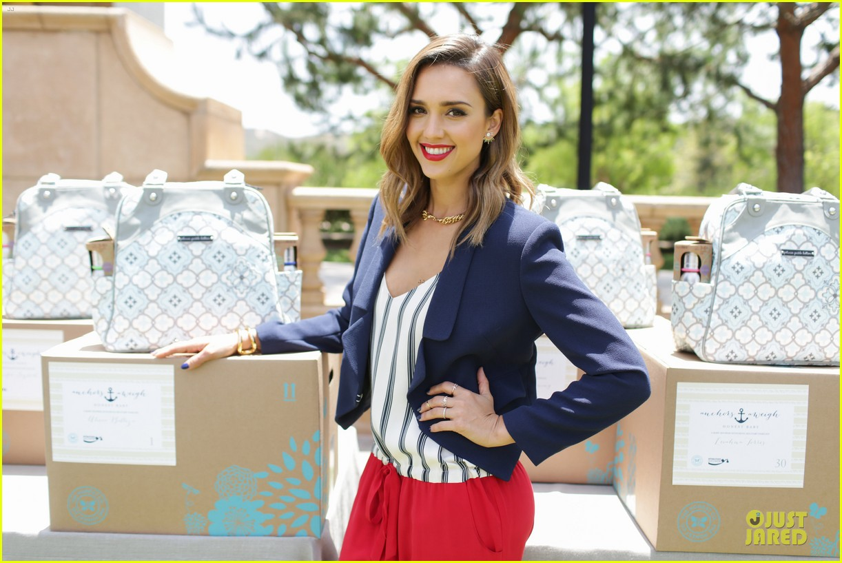 jessica alba baby shower for us navy families 15
