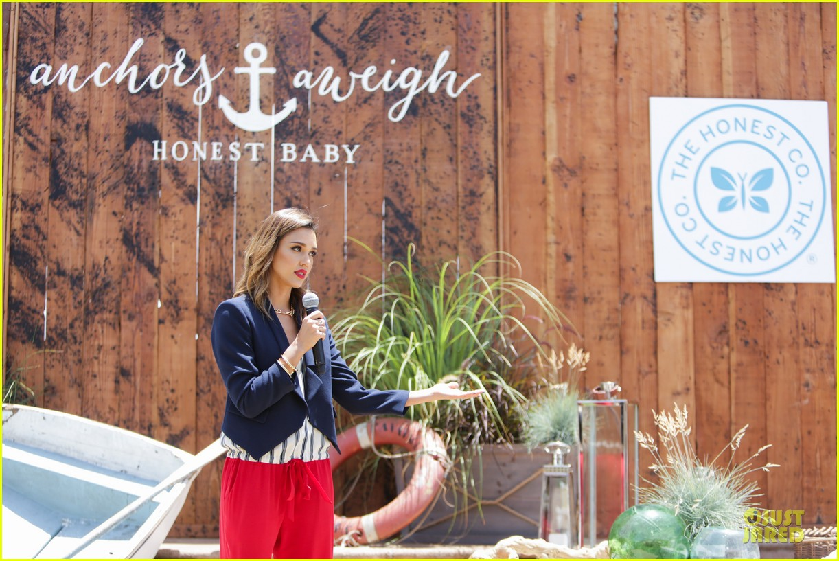 jessica alba baby shower for us navy families 19