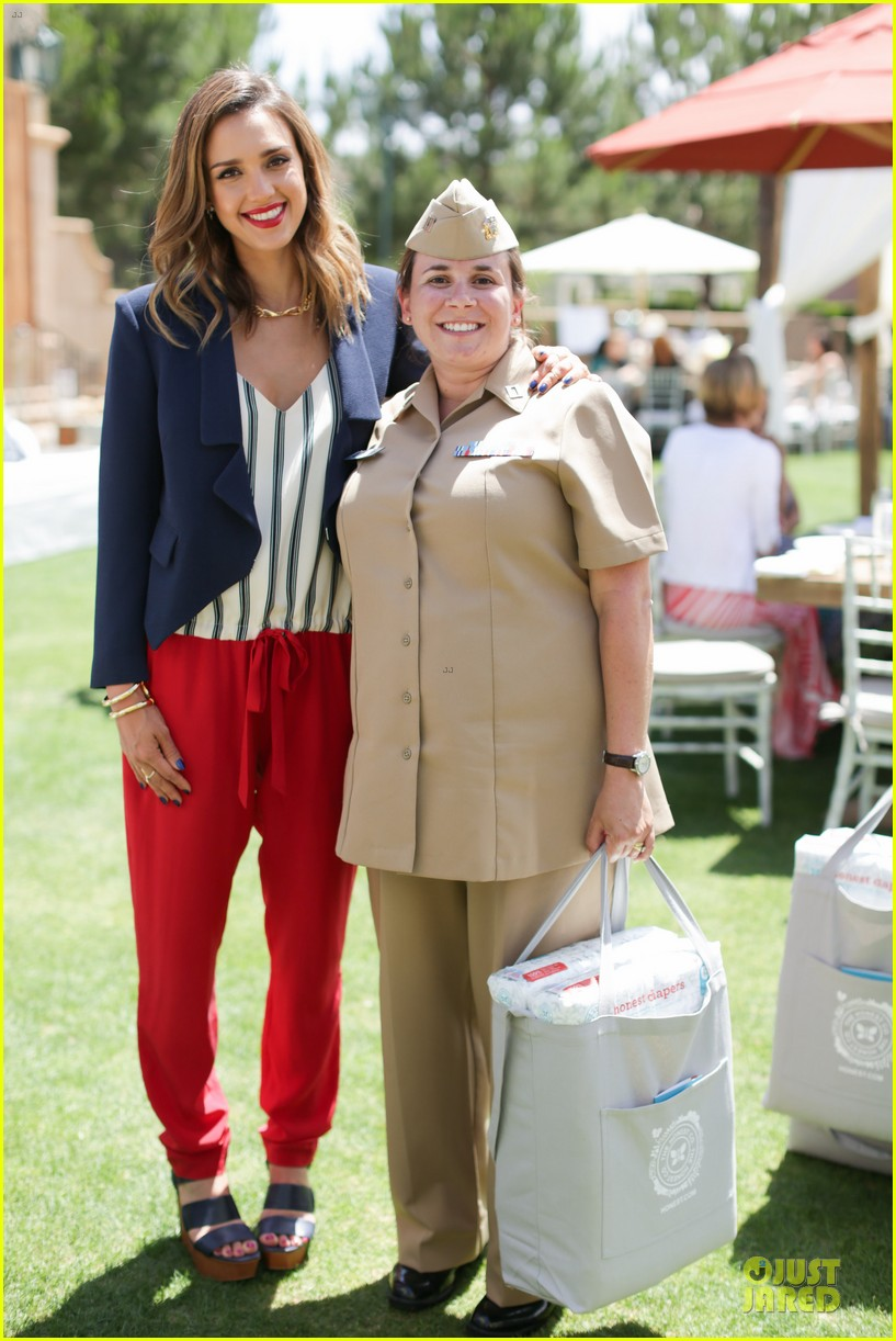 jessica alba baby shower for us navy families 22