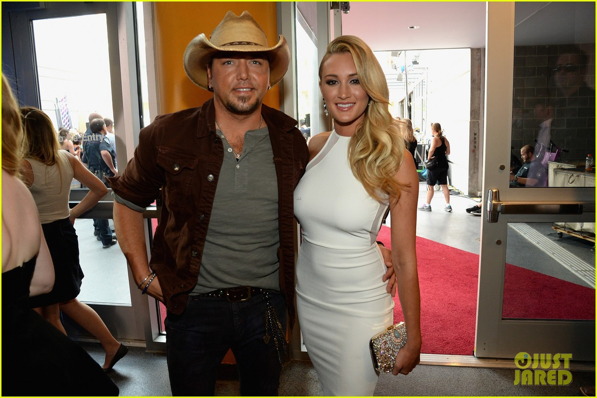 jason aldean brittany kerr cmt music awards 2014 02