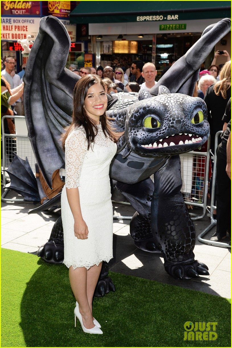 america ferrera how to train dragon 2 london 01