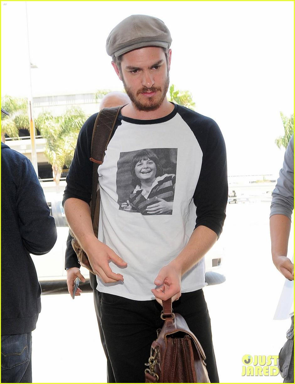andrew garfield michael j fox shirt airport 03