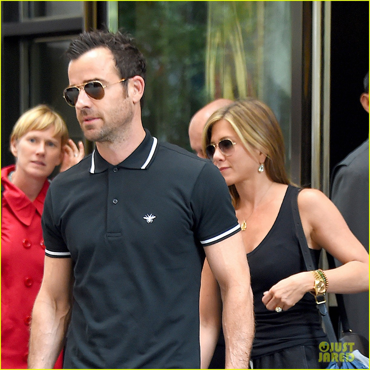 jennifer aniston justin theroux step out together after last nights loving display 02