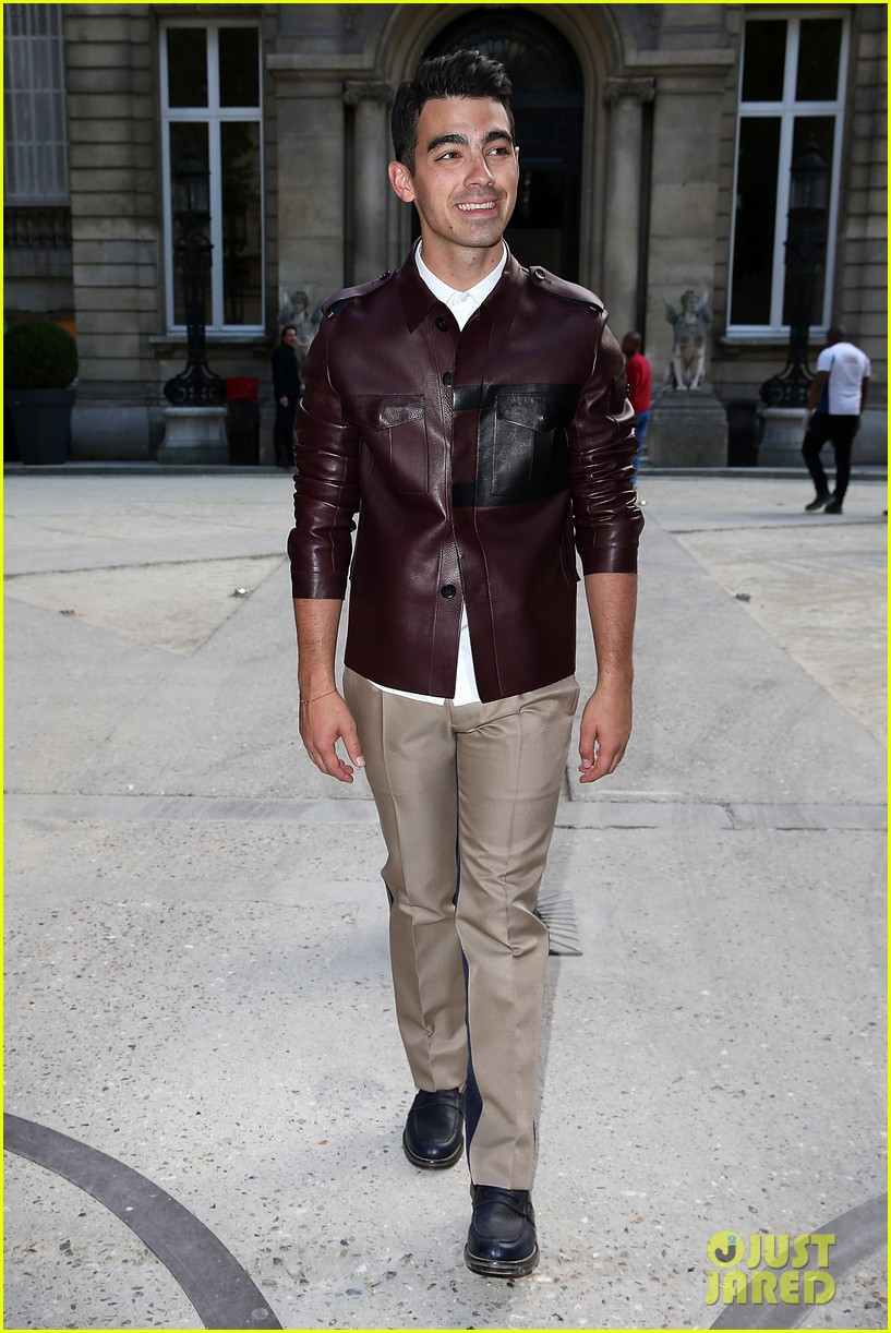 ansel elgort paris fashion week girlfriend violetta komyshan 023143389