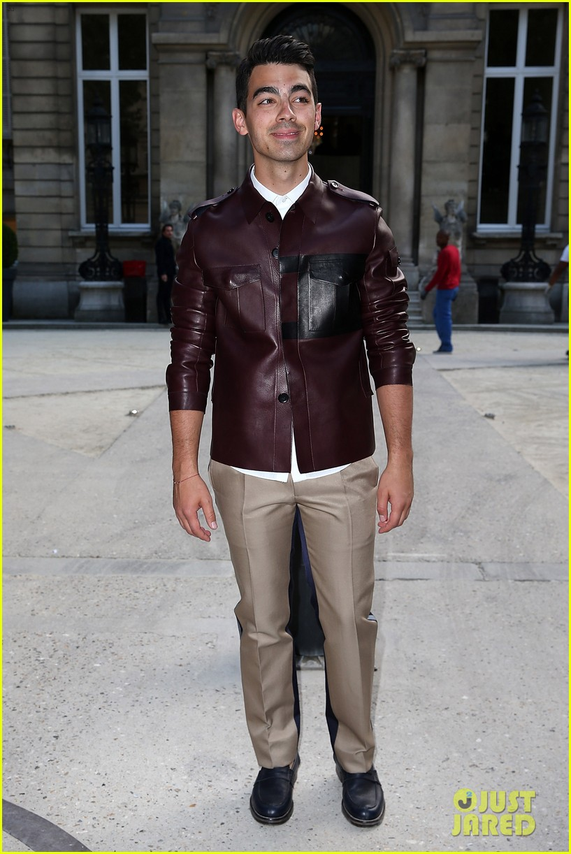 ansel elgort paris fashion week girlfriend violetta komyshan 043143391