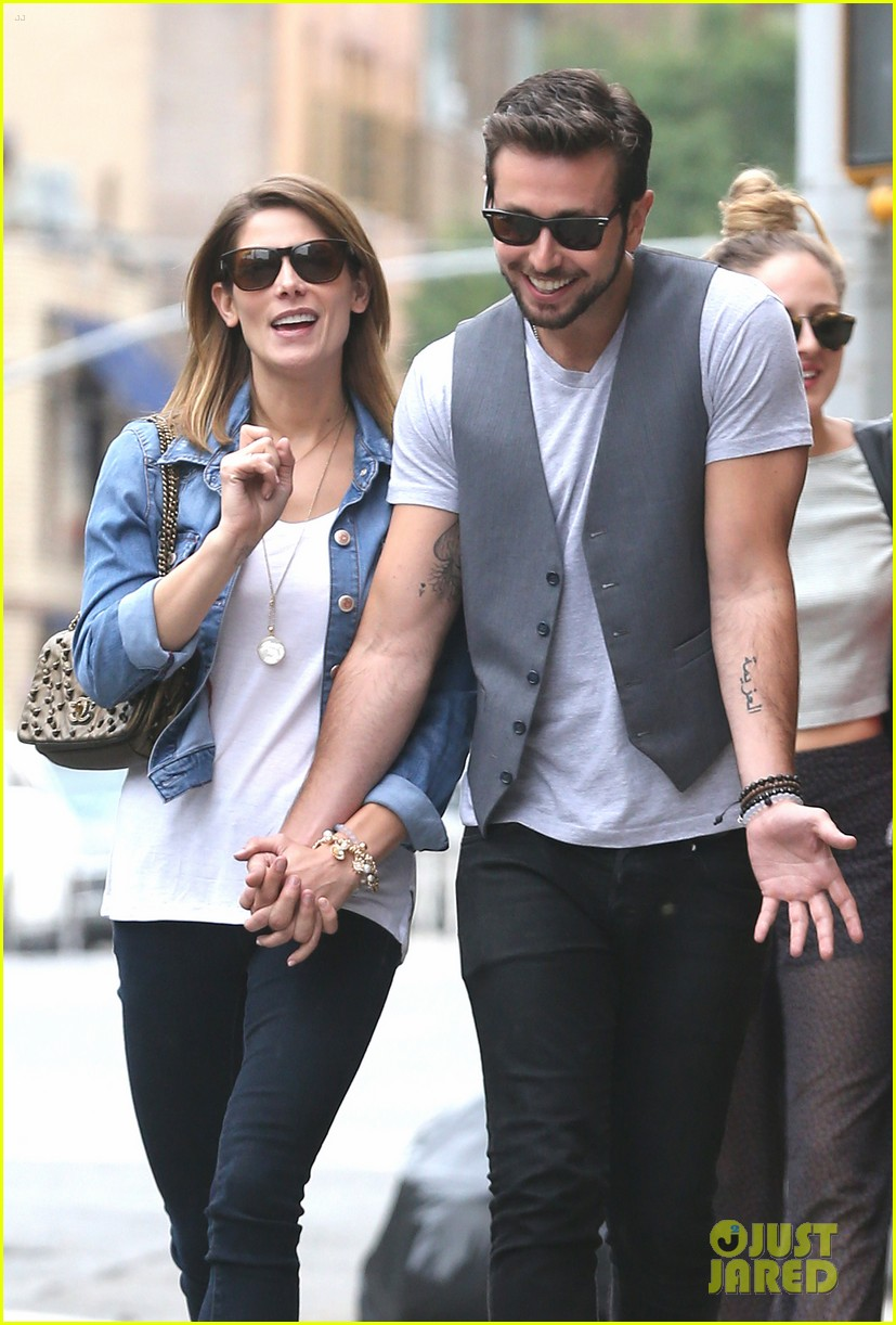 ashley greene paul khoury kiss after coffee 053133501