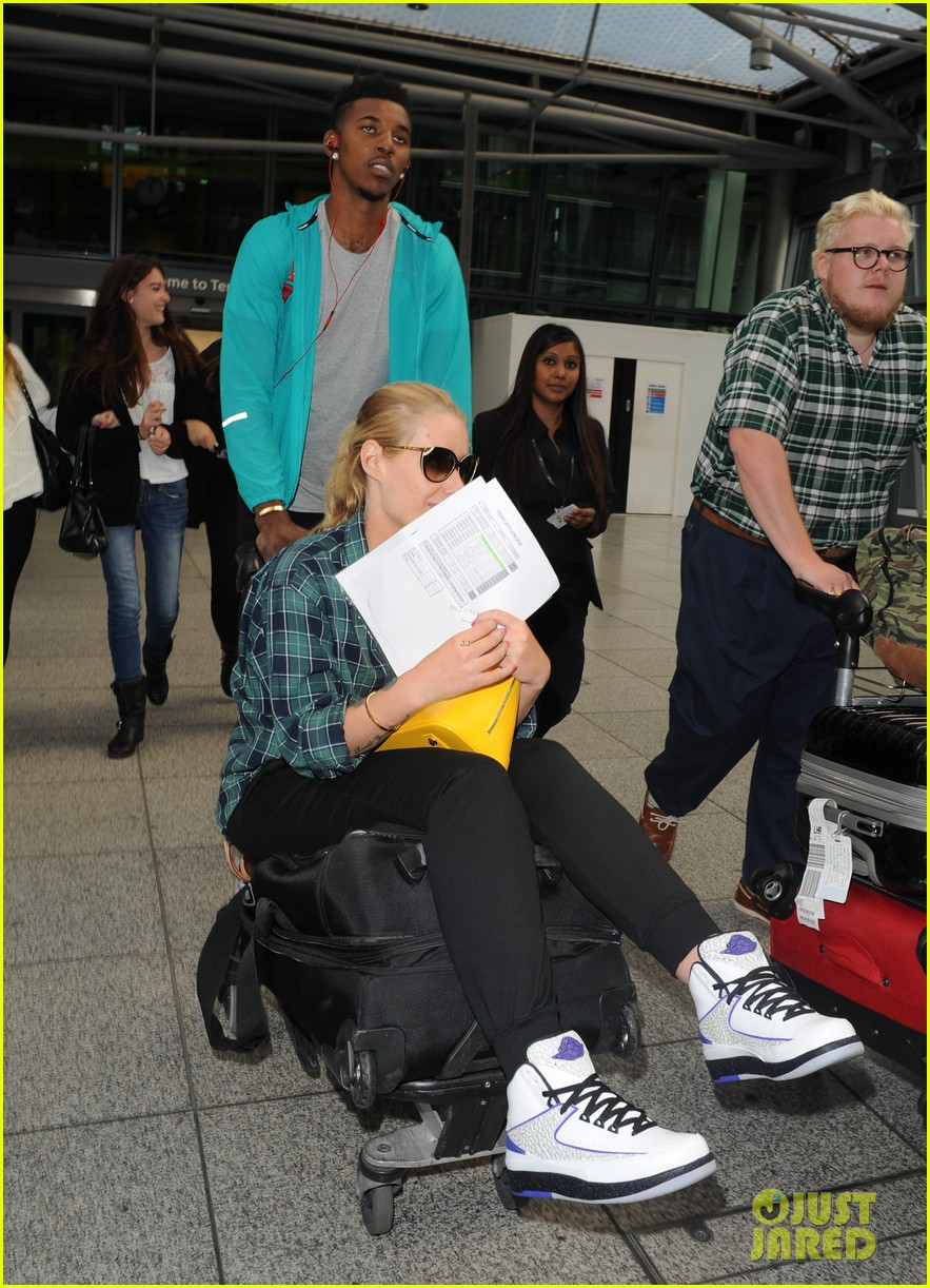 iggy azalea nick youn pushes her on a luggage cart 043139939