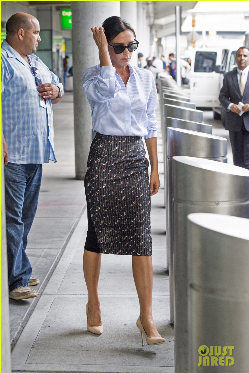victoria beckham goes business chic for a flight 073131646