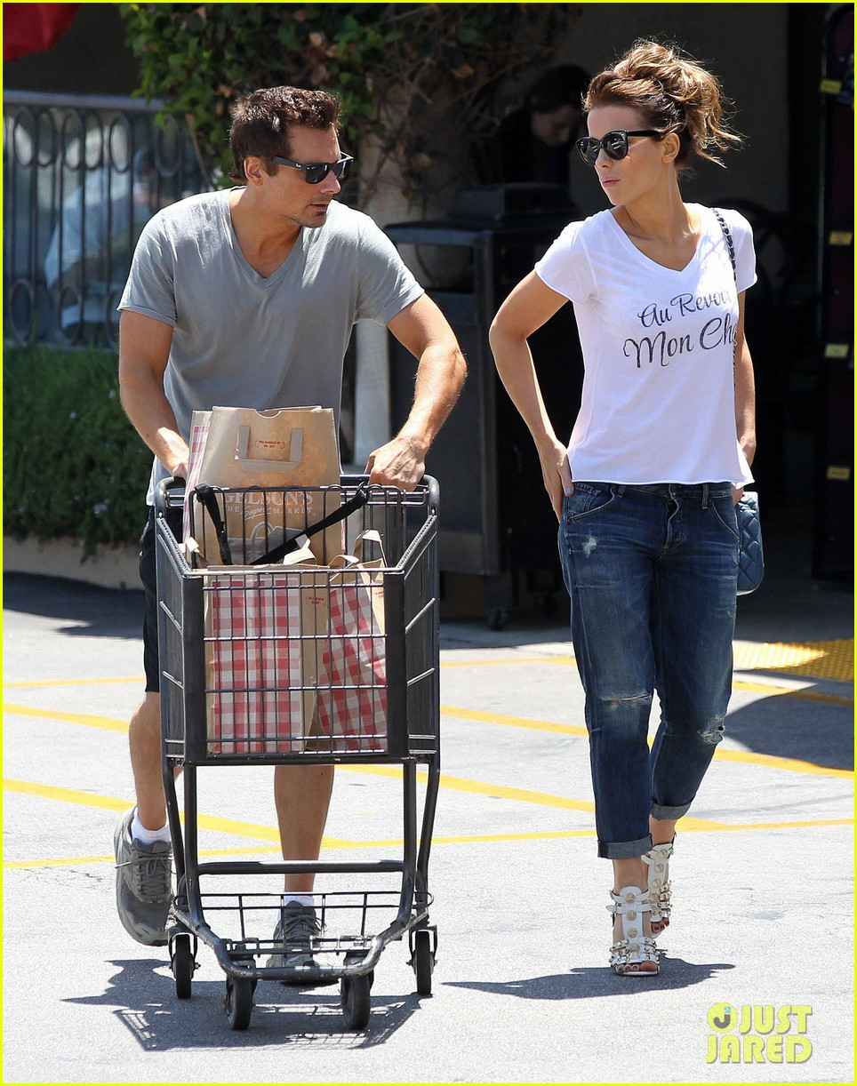 kate beckinsale len wiseman stock up on groceries 033141815