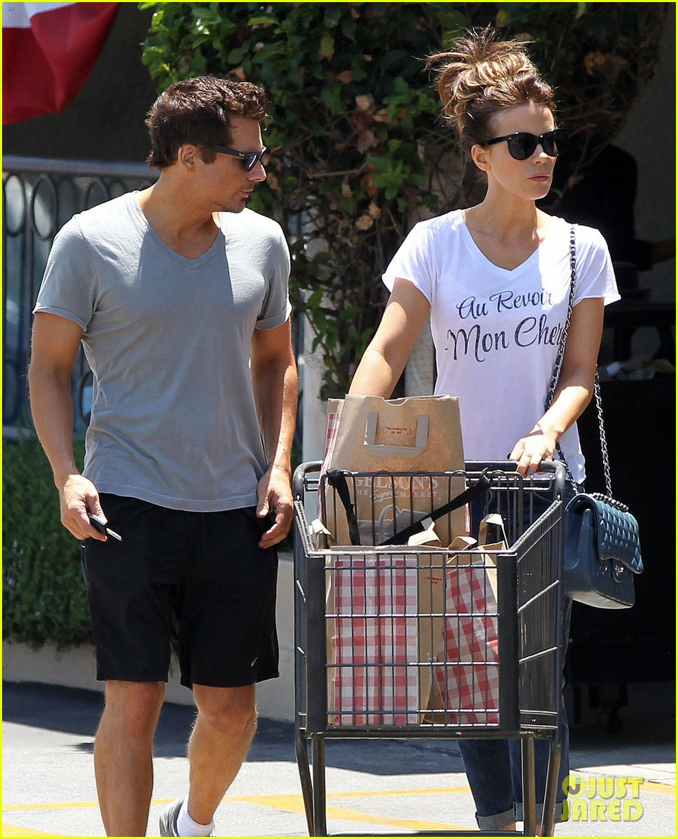 kate beckinsale len wiseman stock up on groceries 12