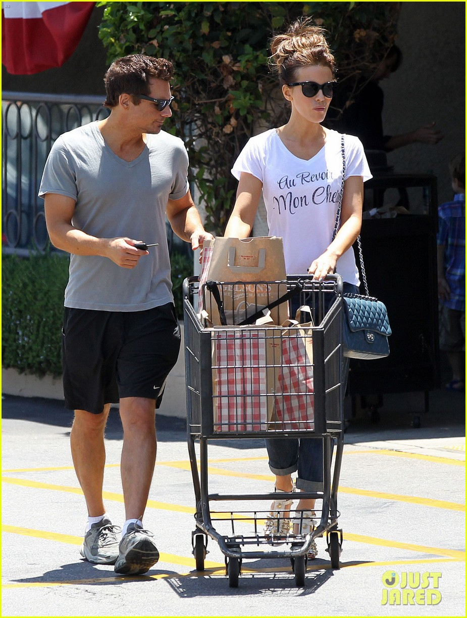 kate beckinsale len wiseman stock up on groceries 143141826