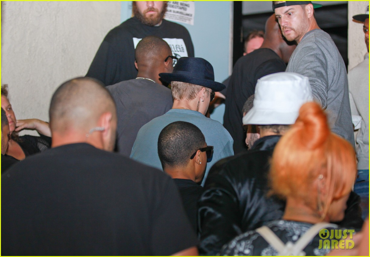 justin bieber supports chris brown at skating fundraiser 113145987