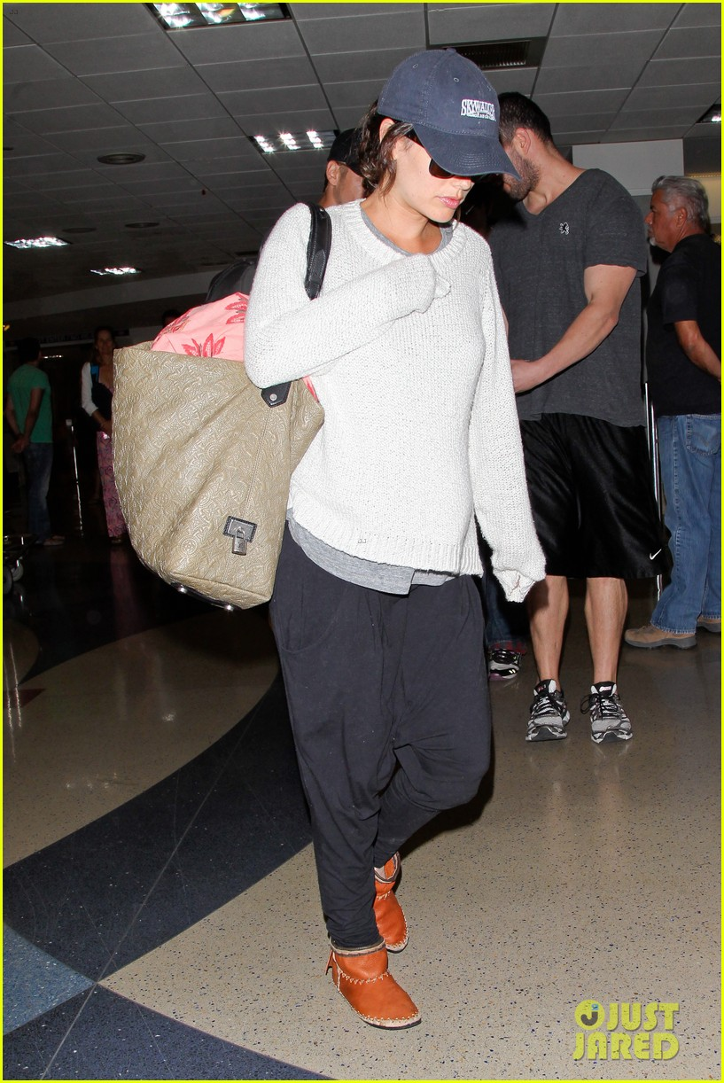 pregnant rachel bilson hayden christensen return from barbados 133139470
