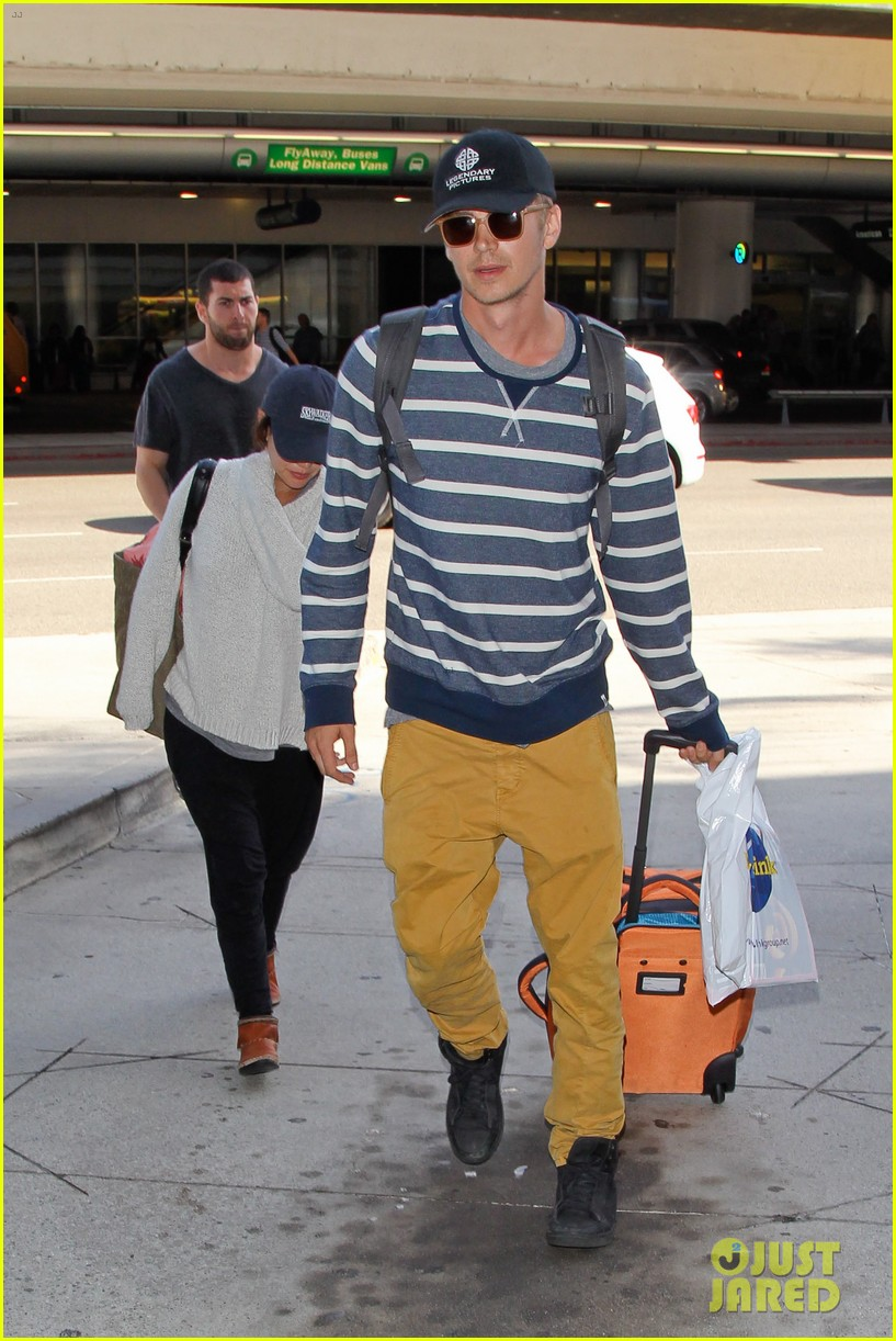 pregnant rachel bilson hayden christensen return from barbados 18