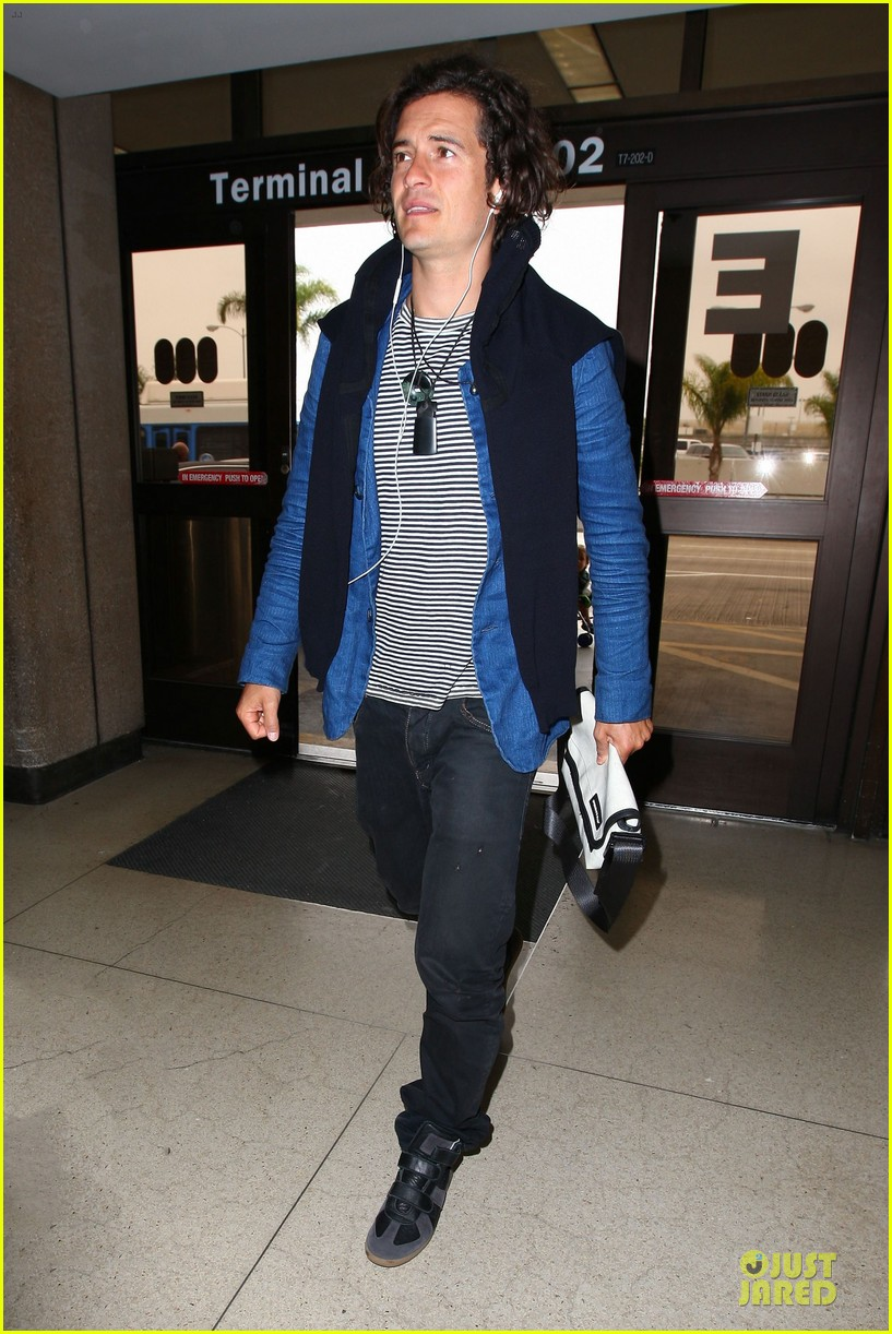 orlando bloom jets out for tony awards 013130483