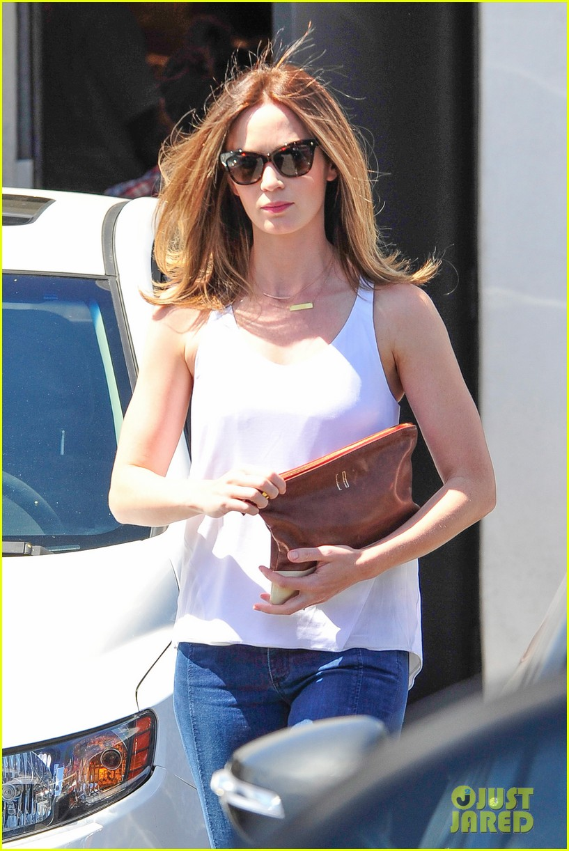 emily blunt four months after baby health 35