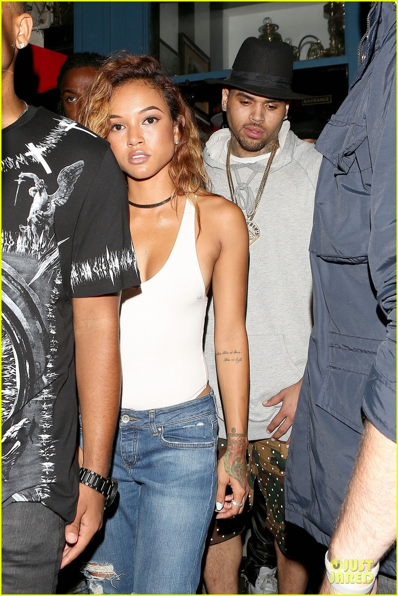 chris brown karrueche tran dance at hooray henrys 04