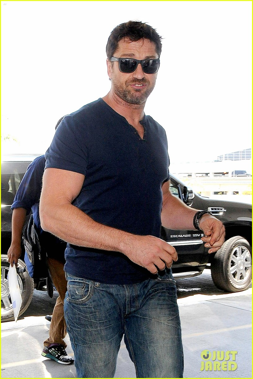 gerard butler jets out of town after quick trip 02
