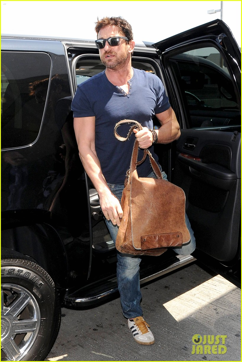 gerard butler jets out of town after quick trip 033133434