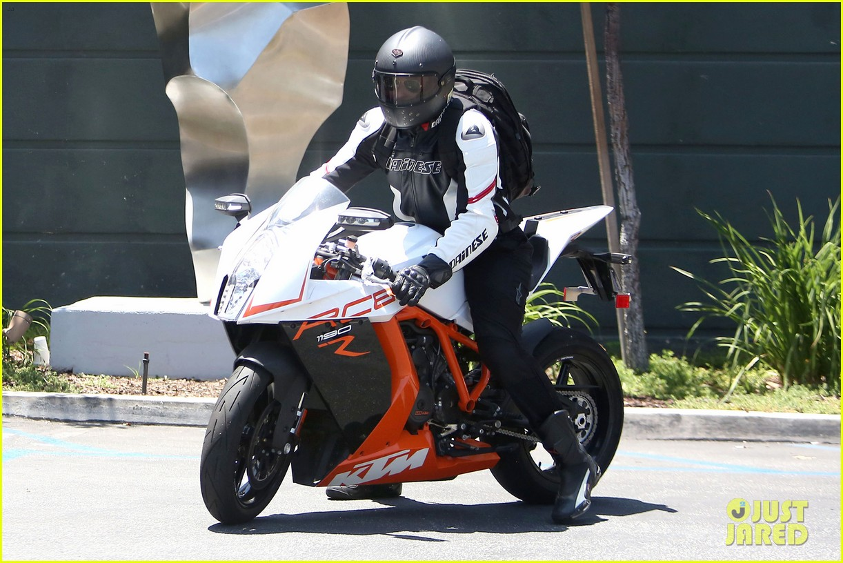bradley cooper goes incognito in his motorcycle gear 07